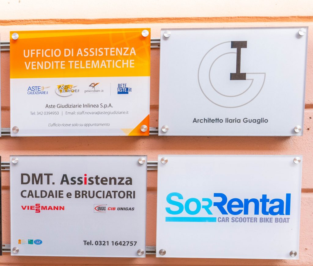 Targhe portone Business Center Novara clienti domiciliati